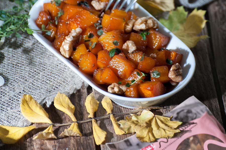 Calabaza-al-horno-con-miel,-nueces-y-hojas-de-tomillo